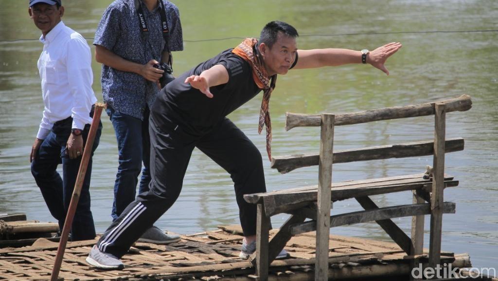 TB Hasanuddin Unjuk Kebolehan Pencak Silat ke Simpatisan