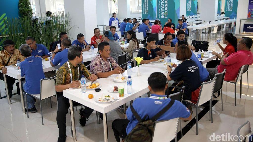 Ruang Makan di Wisma Atlet Kemayoran Dinilai Terlalu Kecil