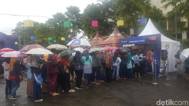 Antrian Mengular, Tukar Tiket Mata Najwa di Malang