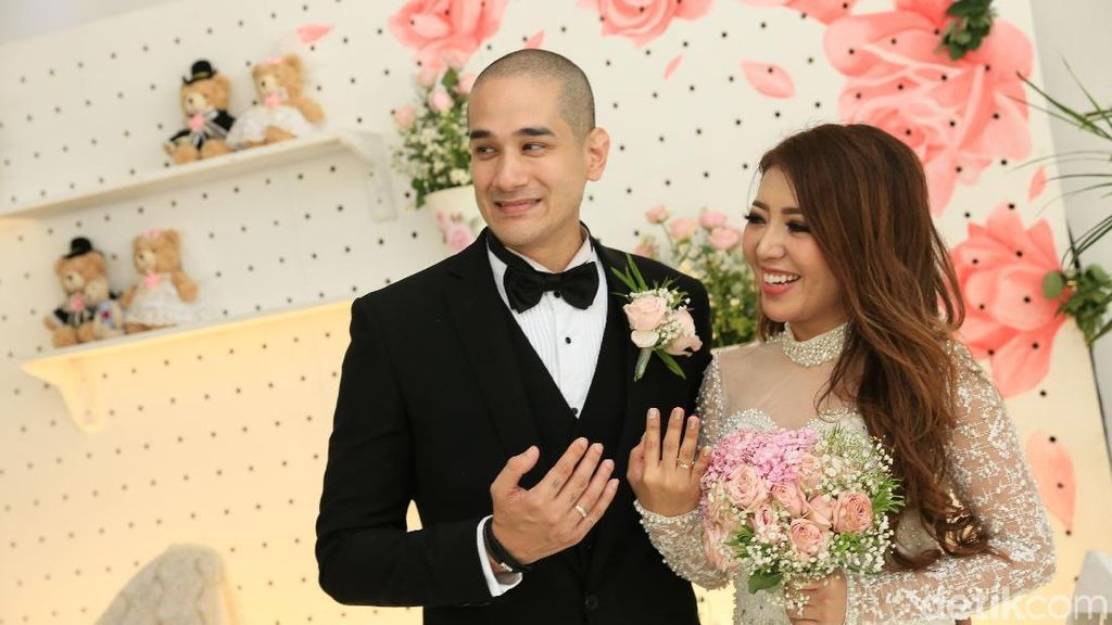 Cerita Bahagia Pengantin Baru Okan Cornelius-May Lee