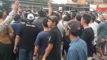 Sopir Taksi Online Baku Hantam dengan Sekelompok Orang di Bogor