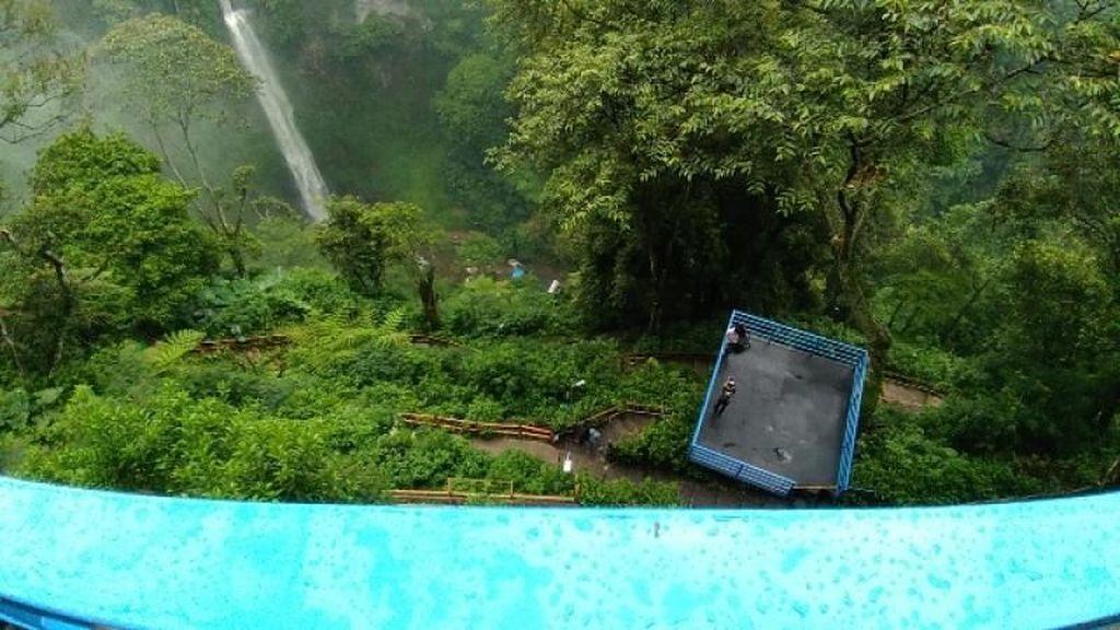 Ini Loh Air Terjun yang Lagi Hits di Bandung Barat