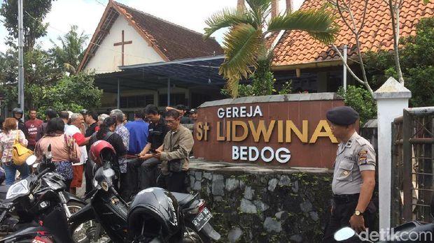 Gereja St Lidwina yang diserang /