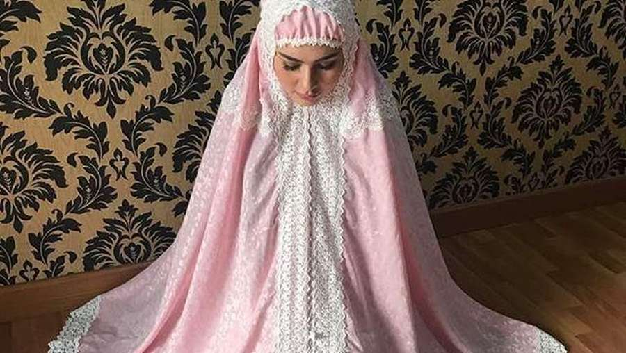 Adem! Kartika Putri Mantap Berhijab