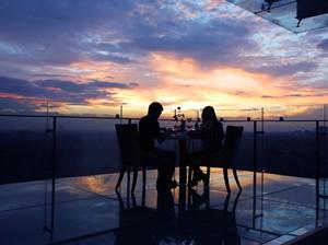 Nikmati Santap Malam Romantis Valentine di Ketinggian Kota Kembang
