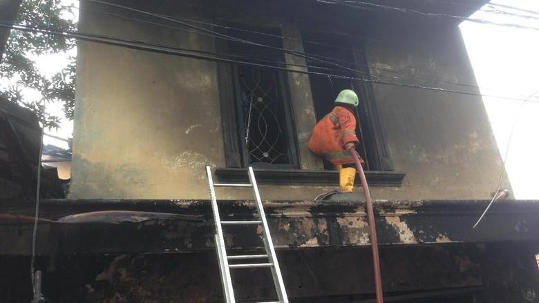 Penampakan Warung Makan yang Terbakar di Kramat Jati