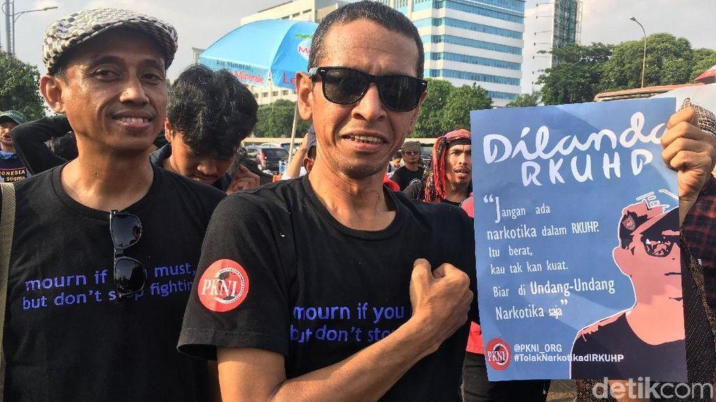 Foto: Ada Dilan di Aksi Tolak RUU KUHP di DPR