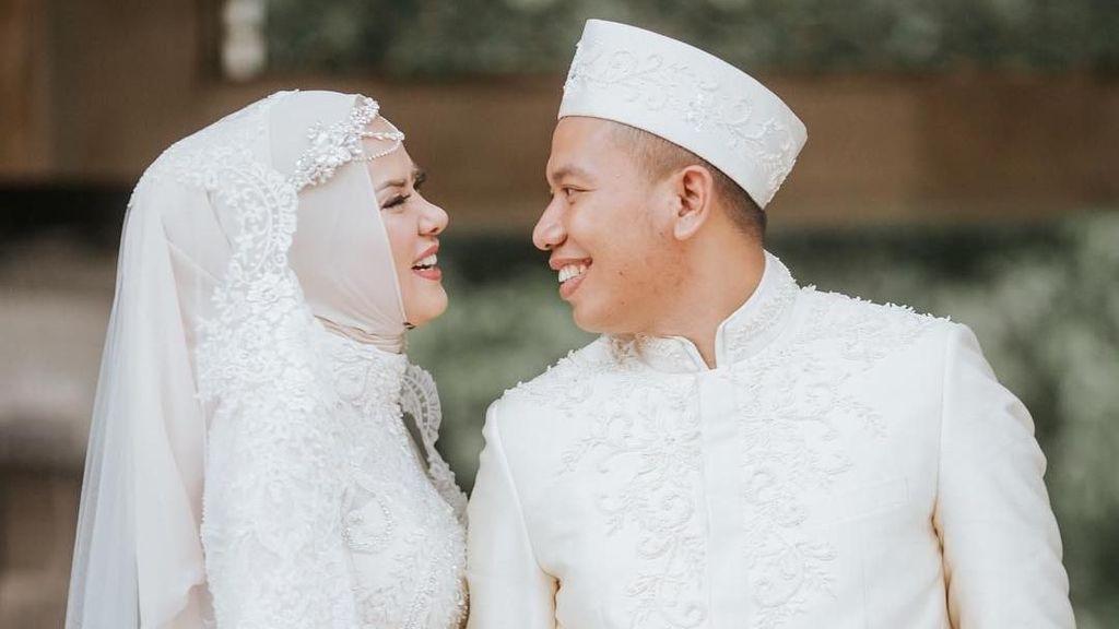 Glamor, Ini Gaya Hijab Angel Lelga dari Prewedding Hingga Resepsi Pernikahan