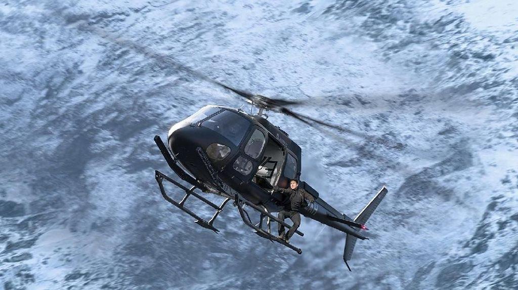 Aksi Berbahaya Tom Cruise Kendalikan Helikopter di Mission Impossible: 6