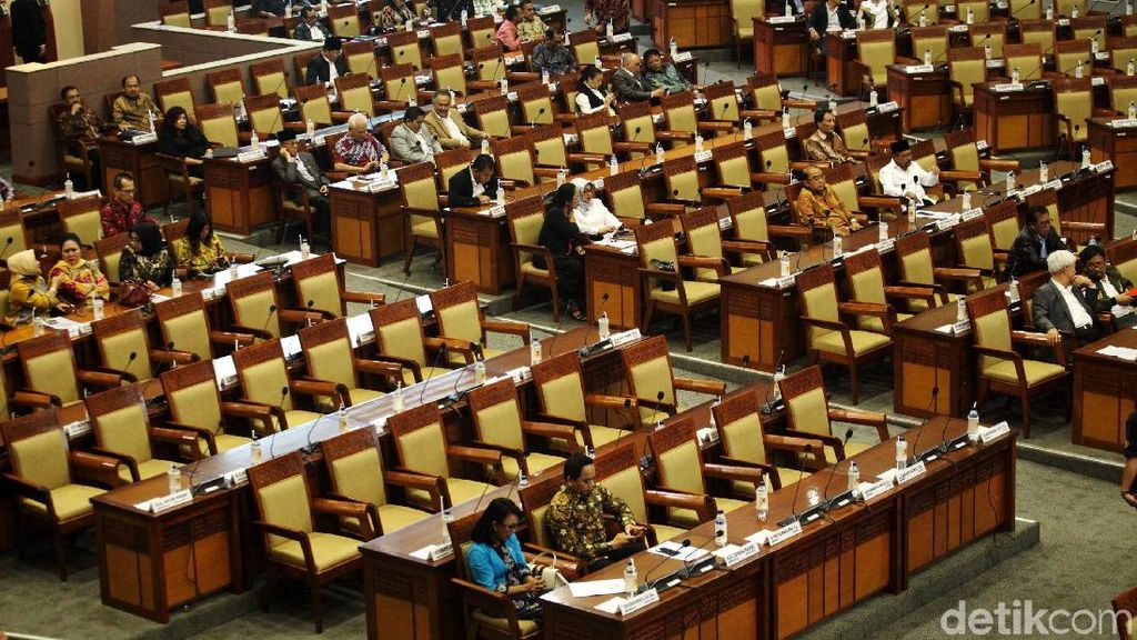 Otak-atik UU MD3: Tidak Ditandatangani, Gugat ke MK hingga Perppu
