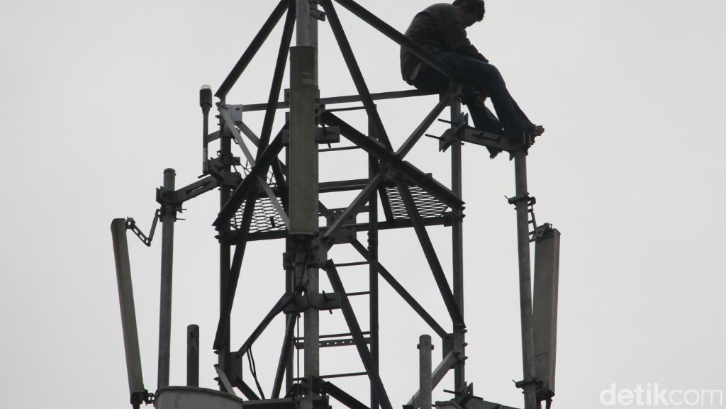 Ridwan yang Panjat Tower BTS di Baleendah Akhirnya Pingsan