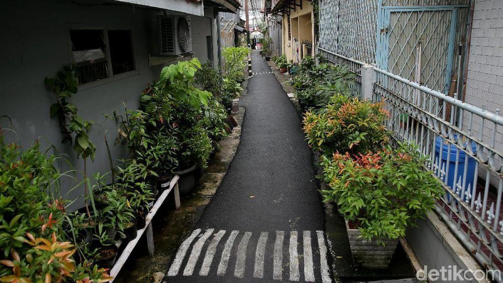 Melihat Gang Sempit yang Jadi Lokasi Pelecehan di Jatinegara