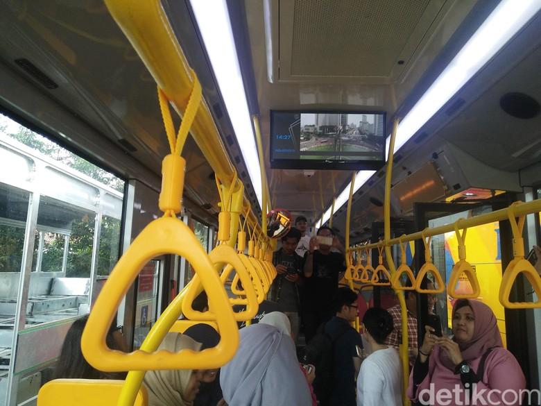 TransJakarta Tambah 300 Unit Bus Low Entry
