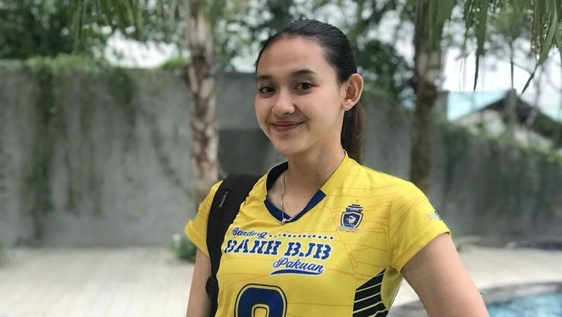 Pungky Afriecia adalah atlet bola voli cantik dari Bandung. Usianya 23 tahun. Paras cantiknya sering membuat traveler gagal fokus. (Pungky Afriecia/Instagram)