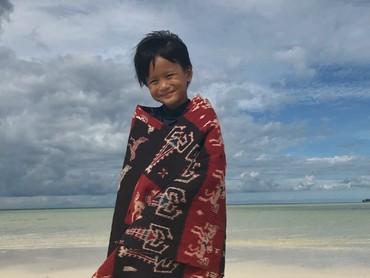 Nah, kalau ini anak sulungnya Ernest, Sky Tierra Solana. (Foto: Instagram/ernestprakasa)