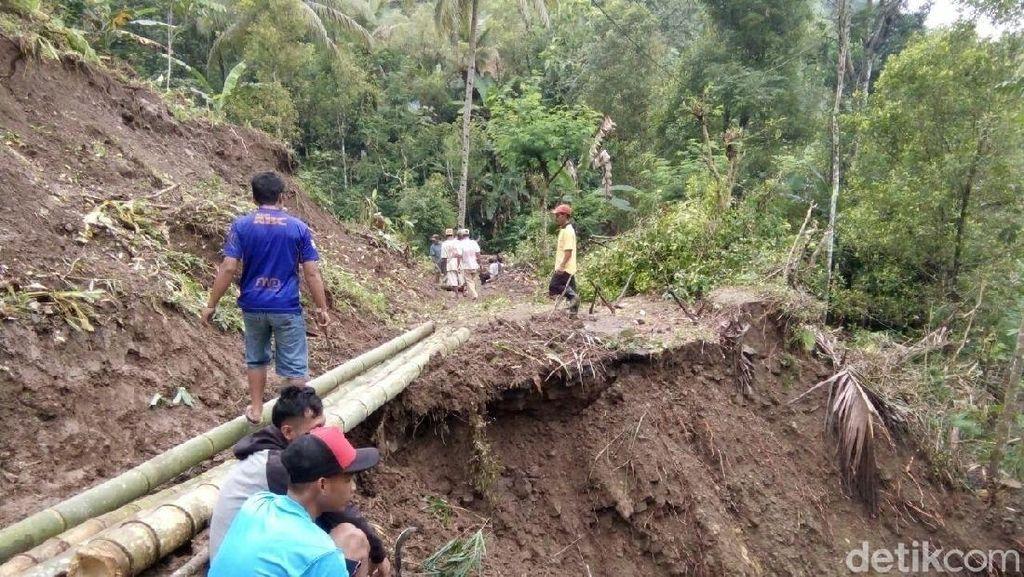 Jalur Alternatif Wisata Borobudur-Salaman Putus Akibat Longsor