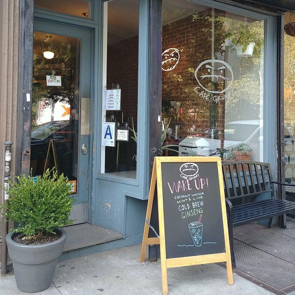 Cafe Grumpy yang terletak di New York dan Miami ini ingin menciptakan suasana yang lebih menyenangkan dan interaktif tanpa kehadiran wifi di dalamnya. (Foto: Internet)