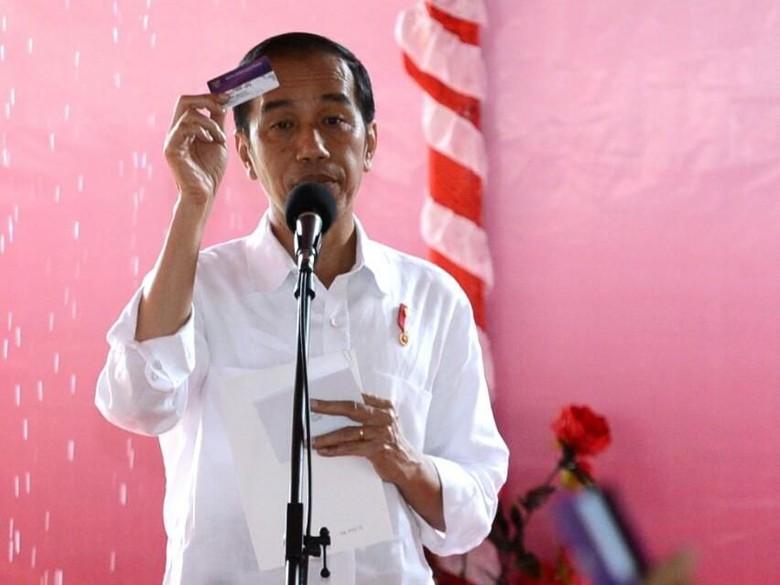 Di Seram, Jokowi Bagikan 1.000 PKH dan 1.010 KIP