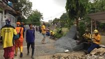 Jalan Retak di Kampung Berlan Mulai Diperbaiki