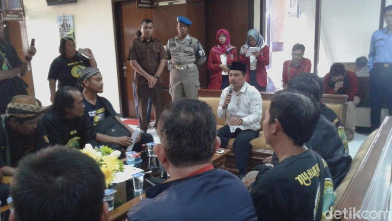 Batas Akhir Relokasi, PKL Malah Geruduk DPRD Ponorogo