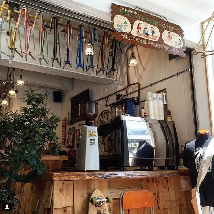Terletak di 1 Chome−21−9, Nishi Ward, Minamihorie,, Osaka, Giracha Coffee terlihat unik dan menarik perhatian dengan barisan sepeda di depan kedainya. Foto: Istimewa