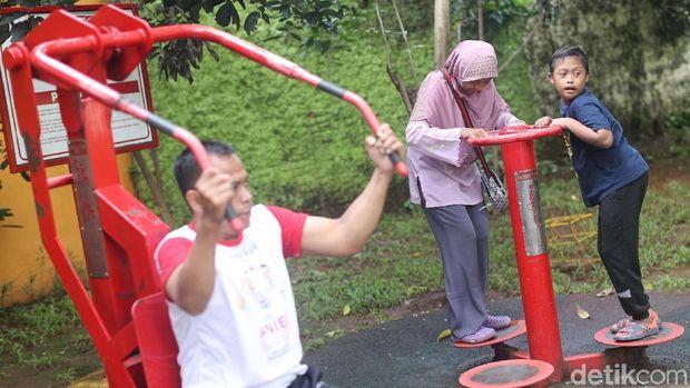 Cerita Suhartini Jadi Ojek Cinta Buat Anaknya yang Spesial