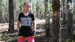 Evnika Saadvakass baru berusia 10 tahun, tapi kehebatannya dalam boxing tidak perlu diragukan lagi. Video ia menebang pohon dengan kepalan tinju jadi buktinya.
