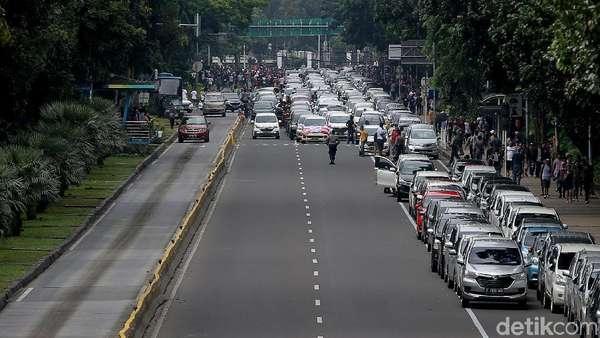 Bulan Depan, Pemerintah Mulai Tilang Taksi Online Nakal