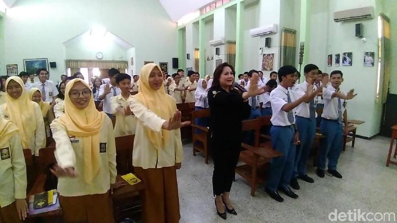 Sosialisasi Bahaya Narkoba ke Siswa SMA Surabaya di Hari Valentine