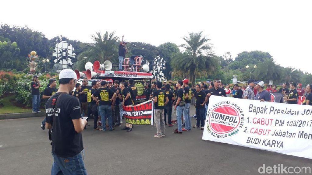 Massa Aliando Mulai Kumpul di Monas