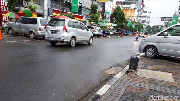 Suasana di Jalan H Agus Salim, Jakarta Pusat, lokasi pria bawa bocah lemas terlihat