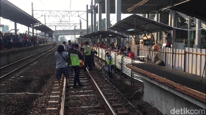 Wanita Tewas Tertabrak Kereta di Stasiun Klender Baru