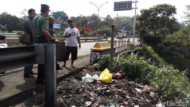 Penampakan sampah di tempat yang baru saja dibersihkan.
