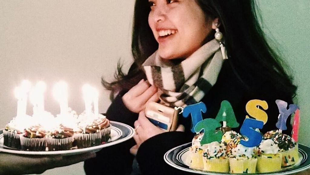 Serunya Tasya Kamila Menikmati Makanan Enak hingga Ngopi di Kafe Sepeda