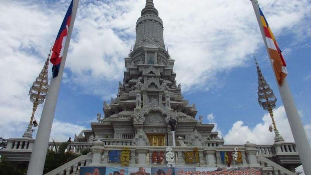 Stupa Peninggalan Buddha di Bekas Ibu Kota Kamboja