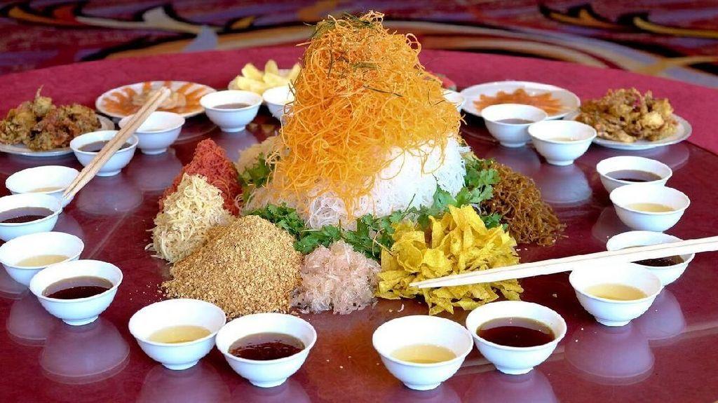 5 Restoran di Hotel Berbintang Ini Sajikan Yee Sang untuk Rayakan Tahun Baru