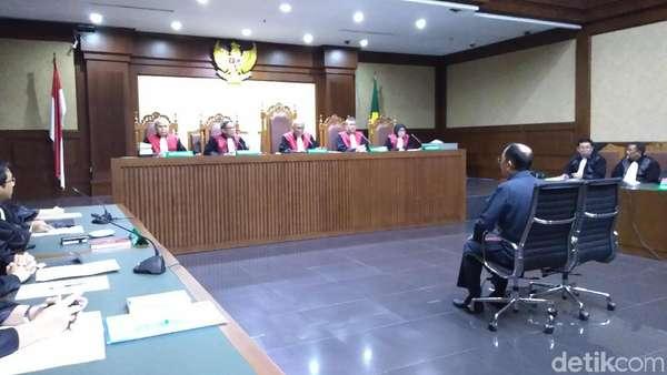 Bantah Rekayasa Sakitnya Novanto, Fredrich: KPK Abuse of Power!
