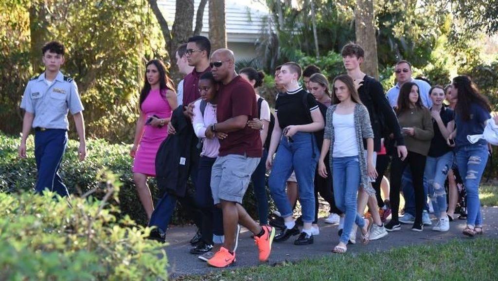 Foto: Mengerikan! 17 Orang Tewas Ditembak di Sekolah Florida