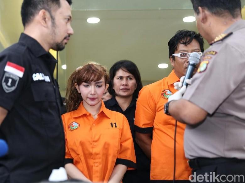 Roro Fitria Ditinggal Pengacara, Keluarganya Pindah ke Yogyakarta