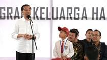 Jokowi Serahkan KIP di Gowa: Ketahuan Beli Pulsa, Kartu Dicabut!