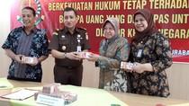 Kejari Surabaya Kembalikan Rp 1 M Uang Kasus Korupsi ke Kas Negara