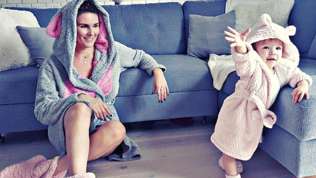 Inspirasi Gaya agar Foto Bunda dan si Gadis Cilik Makin Kece