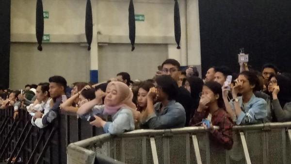 Pembatalan Konser Paramore Diumumkan di Panggung, Penggemar Menangis