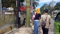 Tiang Reklame Blokade Trotoar Ramah Difabel di Jalan Renata
