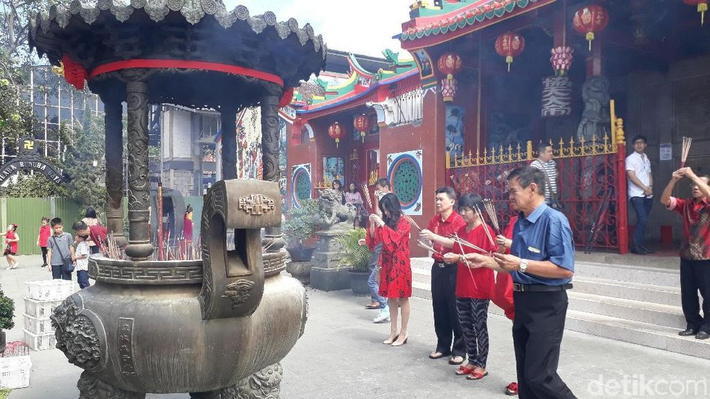 Umat Konghucu di Bandung Khuysuk Ibadah Imlek