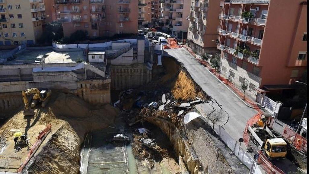 Lubang Raksasa di Roma yang Menelan Gedung