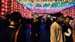 Cantiknya Ribuan Lampion Sambut Tahun Baru Imlek di Solo