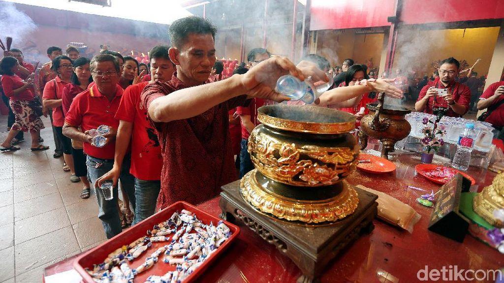 Harapan Warga Tionghoa di Vihara Petak Sembilan: Damai di Mana Pun