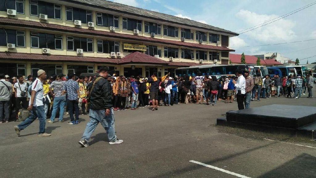 Sriwijaya FC Berangkatkan Ratusan Suporternya ke Jakarta