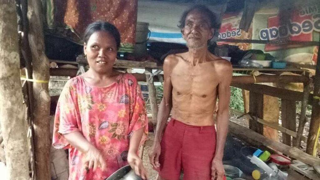 Miris! Cerita Kakek 71 Tahun dan Keluarganya Tinggal di Gubuk Reyot